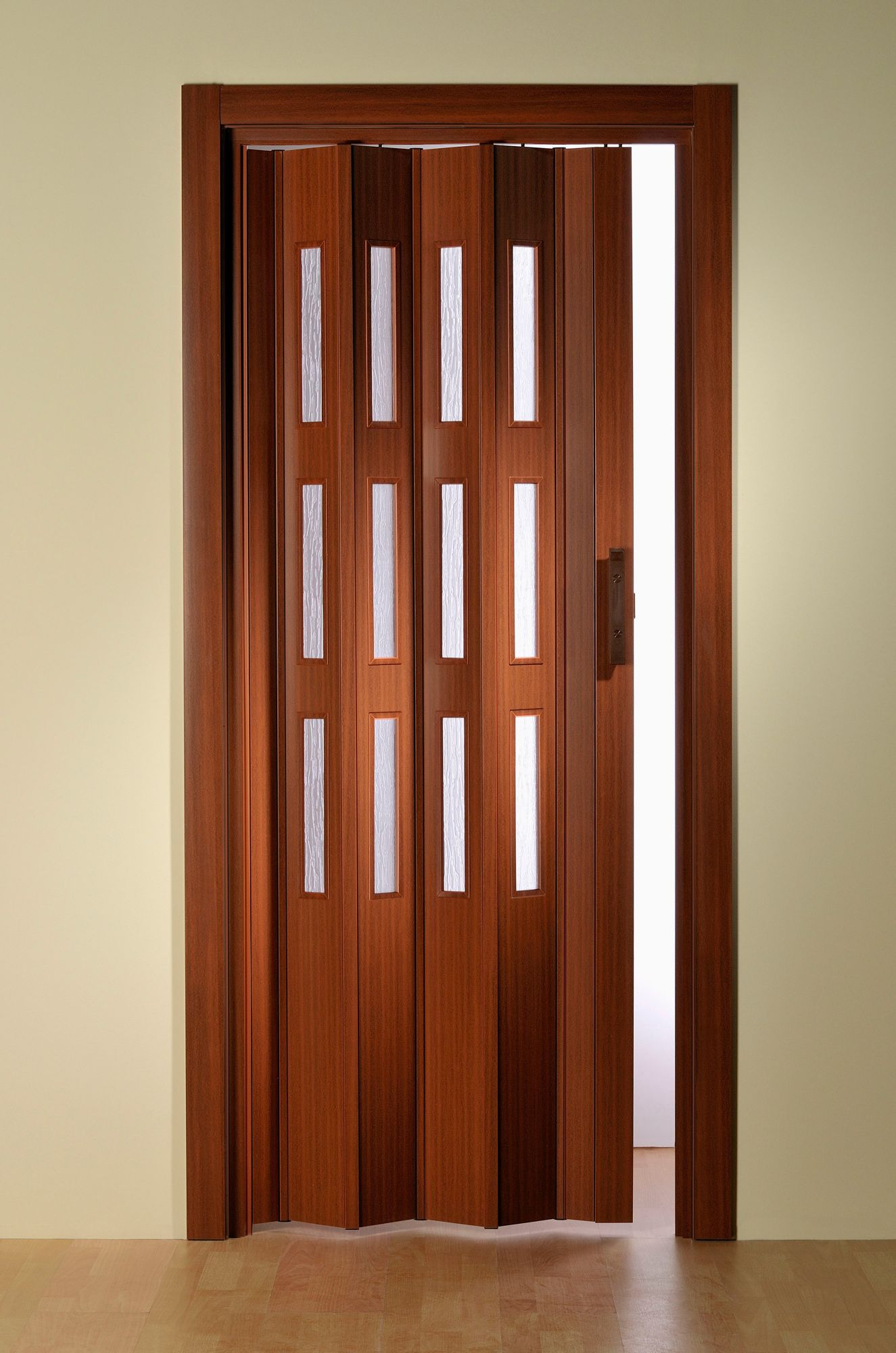 Kunststoff-Falttür , Höhe nach Maß, Mahagoni mit Fenstern in Riffelstruktur