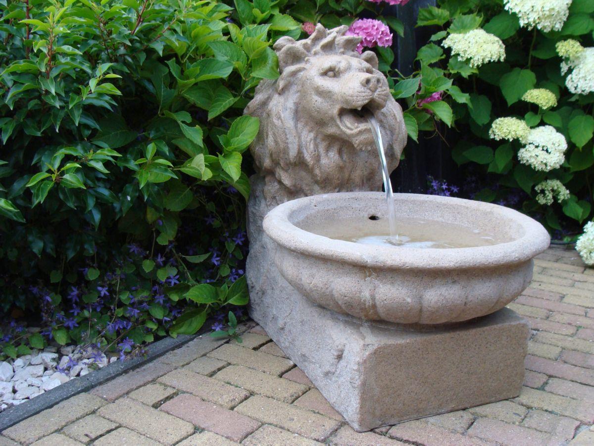 """Gartenbrunnen """"Basel"""" aus Polyresin, sandsteinfarben"""