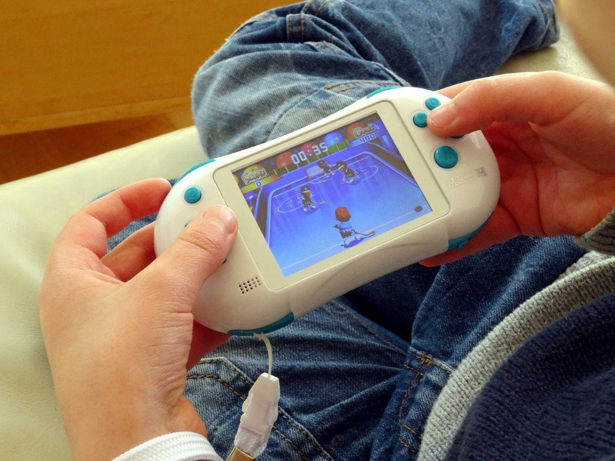Millennium Tragbare Video-Spielkonsole mit 202 ...