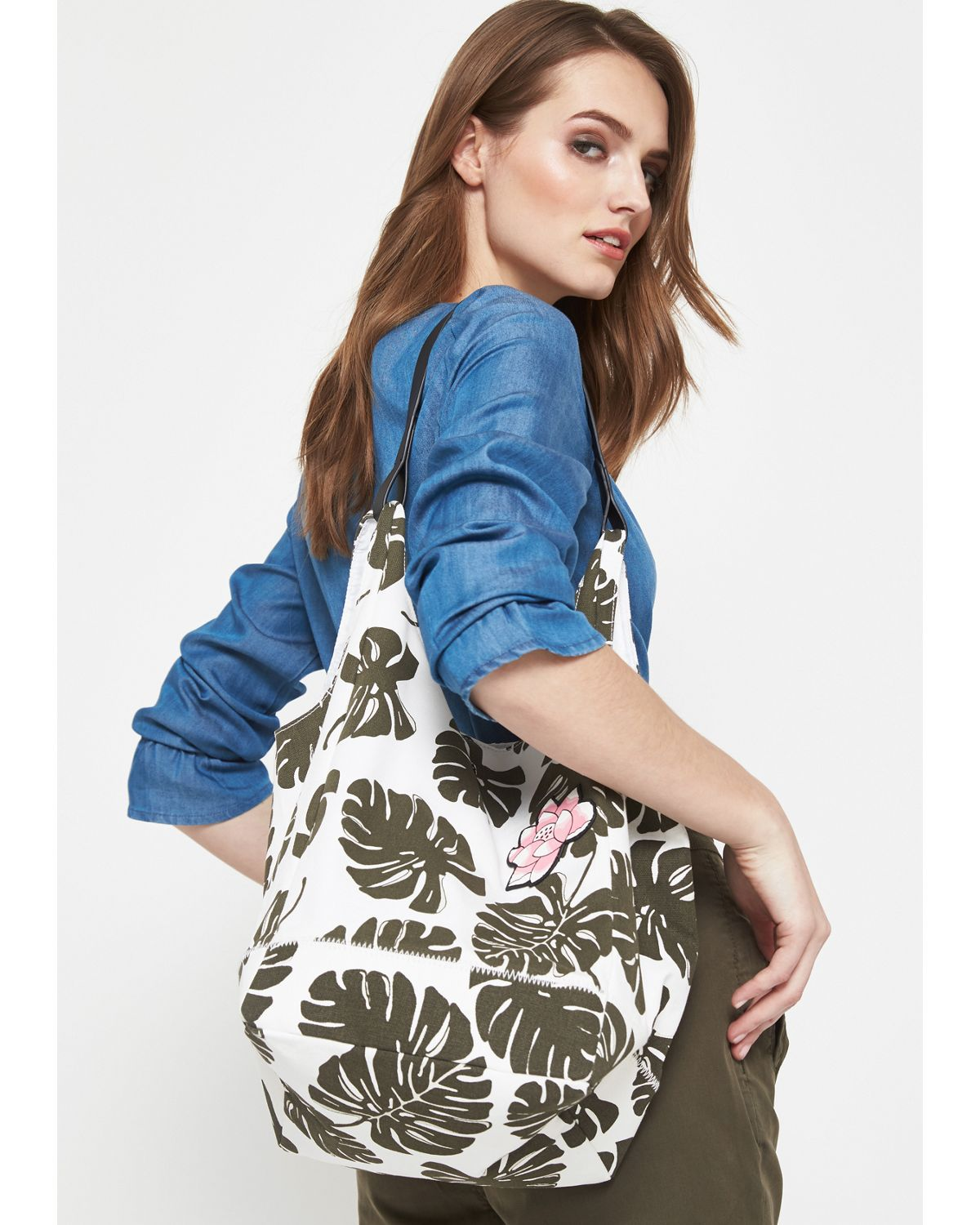 COMMA Shopping Bag aus Segeltuch mit Floral-All...
