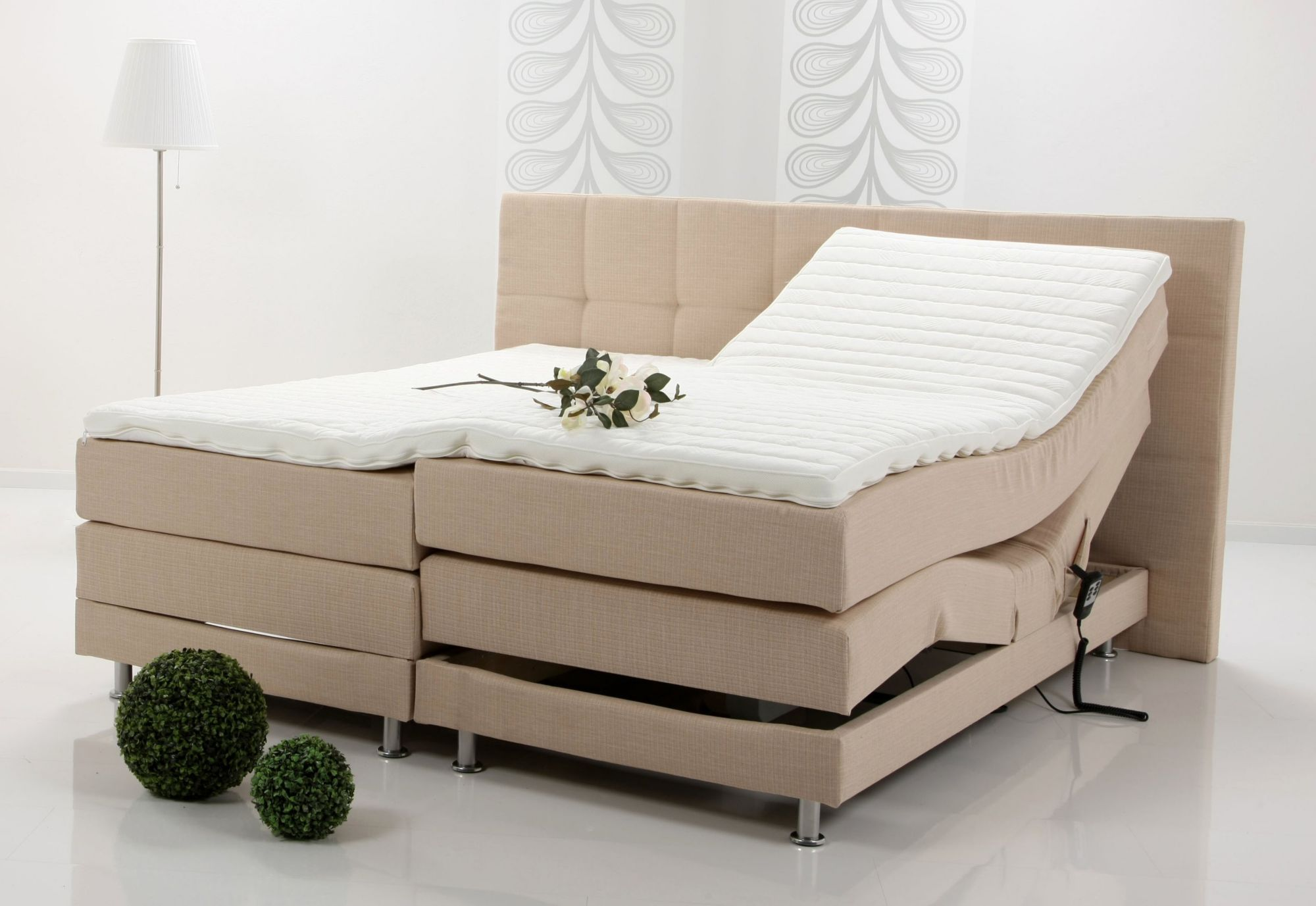 boxspringbett mit elektromotor breckle made in germany schwab versand k chenzeilen. Black Bedroom Furniture Sets. Home Design Ideas