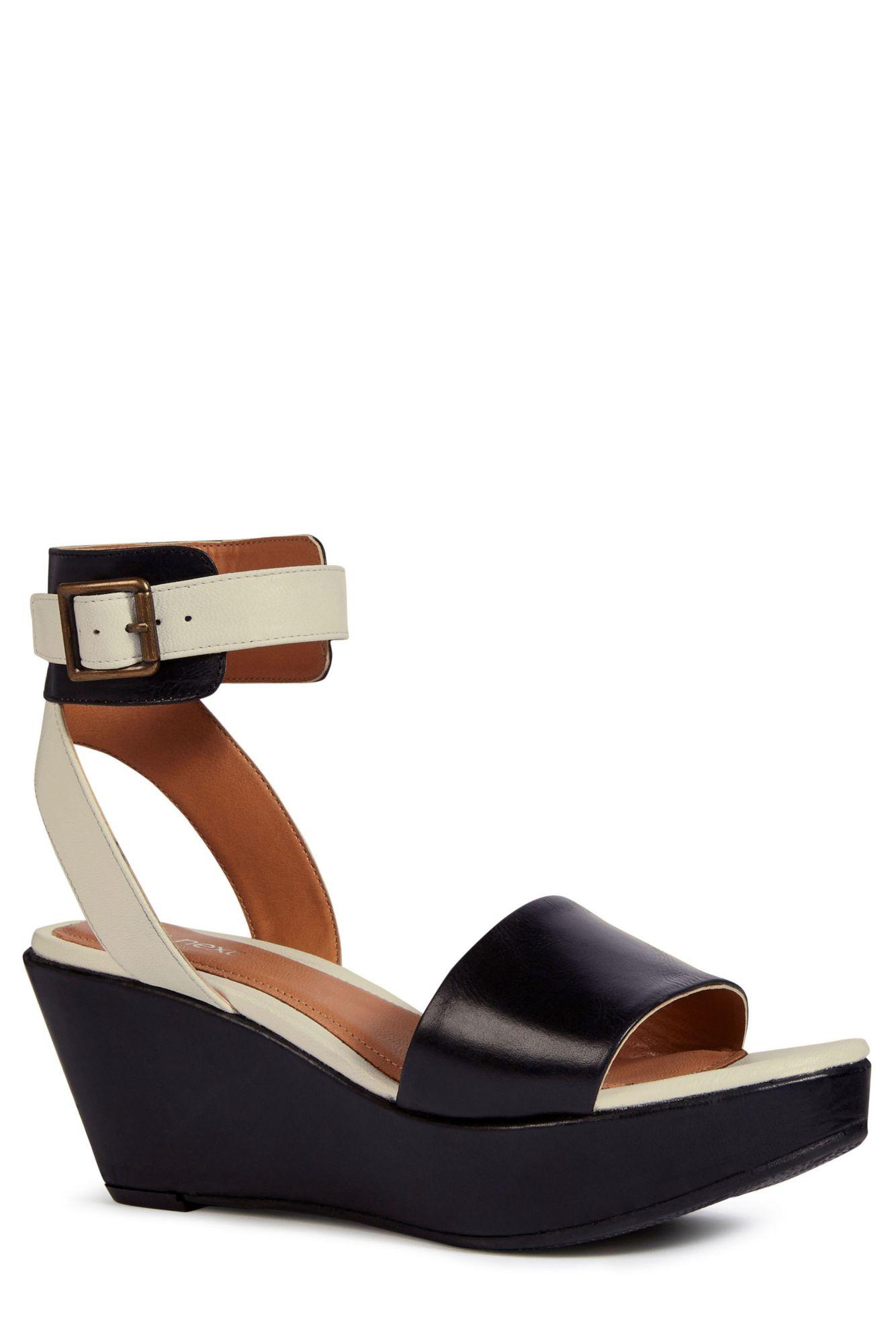 next sandalette mit keilabsatz und kn chelriemen schwab. Black Bedroom Furniture Sets. Home Design Ideas