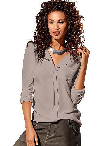 Блузка-футболка с модный вырез