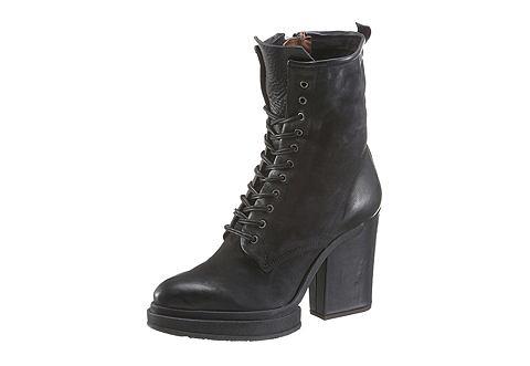 Ботинки на высоком каблуке