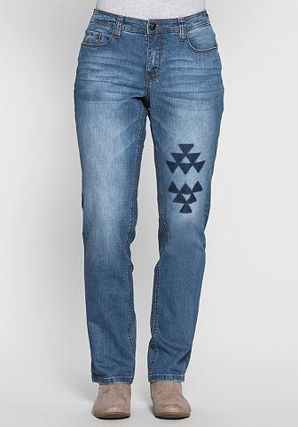 Прямого кроя джинсы