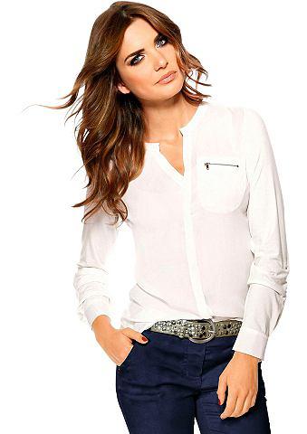 Блуза с небольшой V на круглым вырезом...