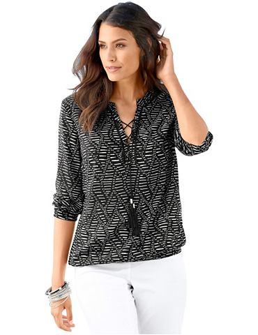 Блуза в деликатный узор