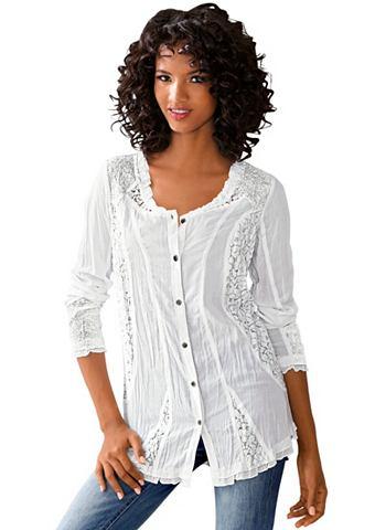 Блуза с оборка на вырез