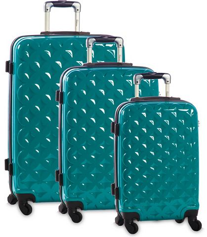 Пластиковый чемодан на колесах комплек...