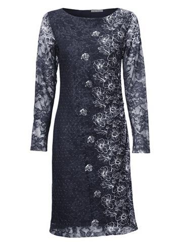 Платье-футляр в кружева