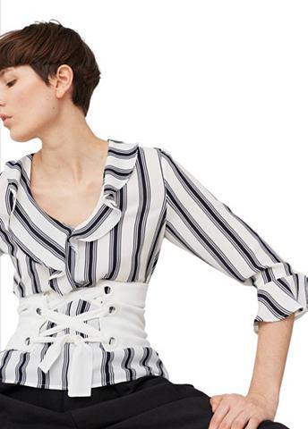 Блуза с с воланами на вырез