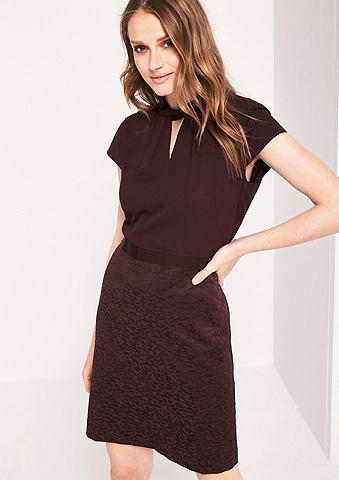 Красивый платье в деловом стиле в соче...