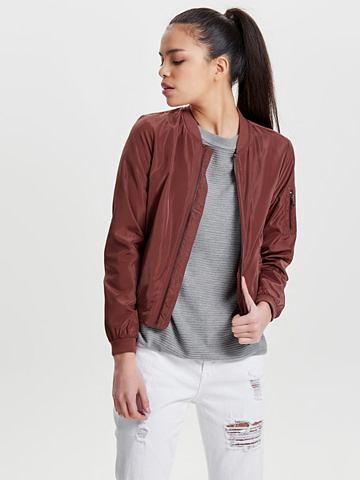 Нейлоновая куртка короткая