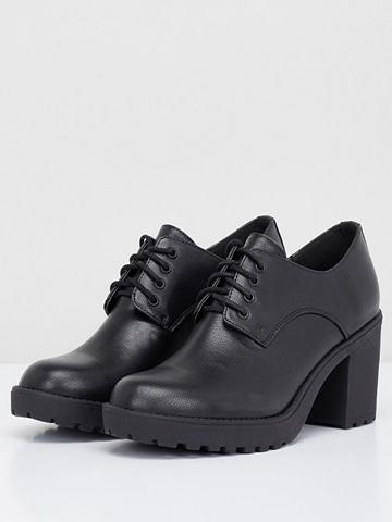 Со шнуровкой ботинки