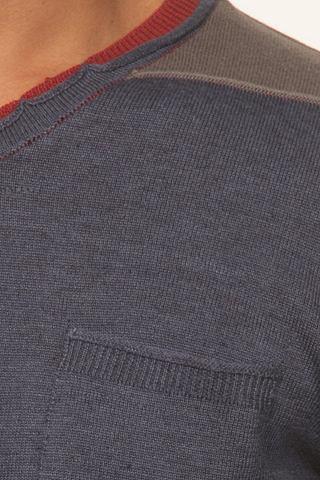 Пуловер с V-образным вырезом узкий фор...