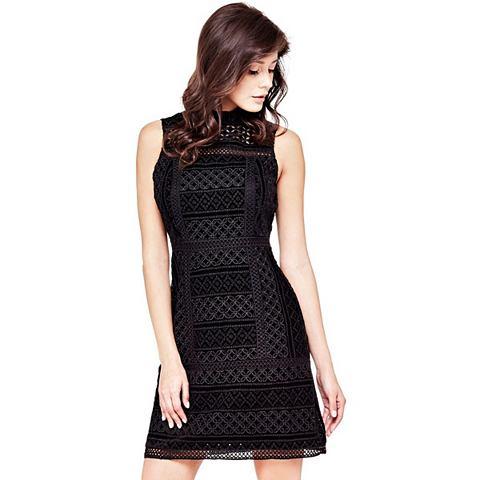 Вышитый платье