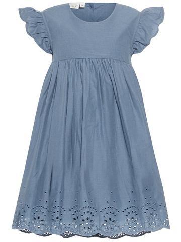 C короткими рукавами платье