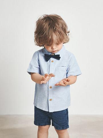 Бабочка и рубашка с короткими рукавами...
