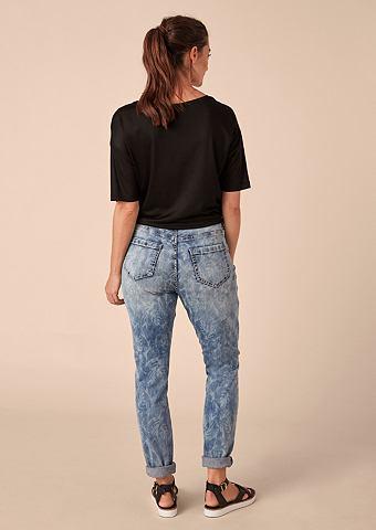 Красивая Boyfriend: джинсы с узор