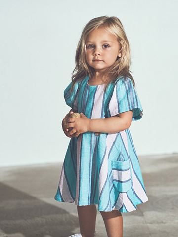 Полосатый платье с короткая рукавами