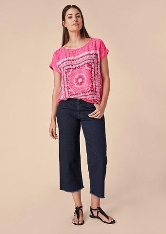 Блузка-футболка с повторяющийся узор