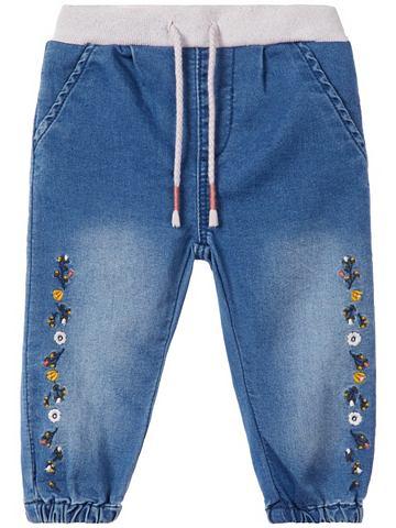 Цветочнaя вышивка джинсы