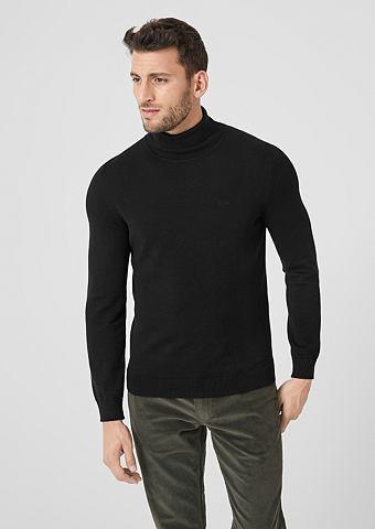 Нежный пуловер с высоким воротником