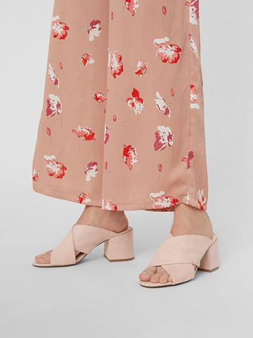 Цветочным узором сандалии