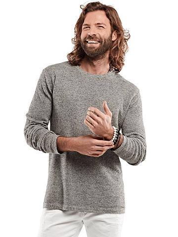 С круглым вырезом пуловер