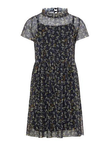 Нежный цветочным узором платье