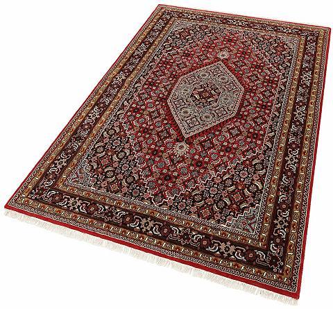 Rytietiškų raštų kilimas