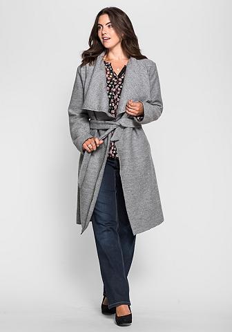 Trumpas paltas su großem apykaklė