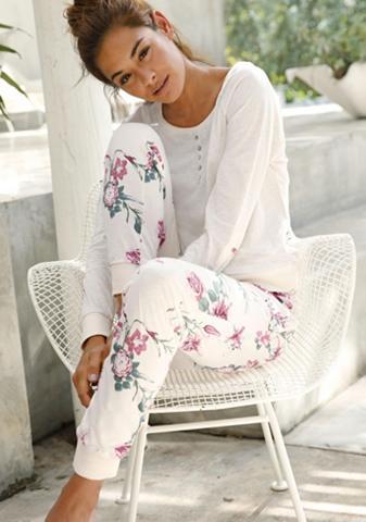 Langärmliger pižama su gėlių raštu