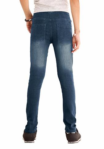 Siaurėjantys džinsai