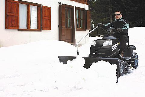 Traktoriukas su priedais sniego valymu...