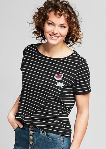 Dryžuoti marškinėliai su dėmės
