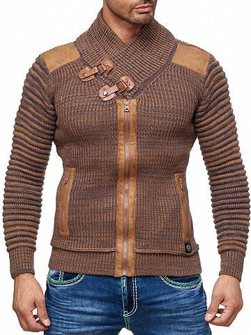 Megztinis su auffälligem apykaklė