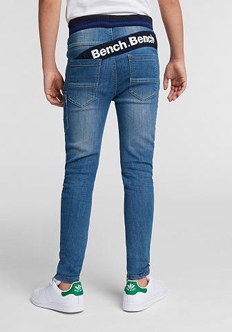BENCH. Laisvo stiliaus džinsai