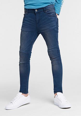 BENCH. Siaurėjantys džinsai
