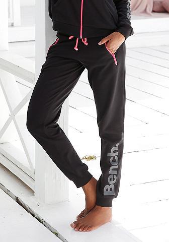 Bench. Laisvalaikio kelnės su kontrastfarbene...